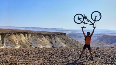 biking_in_desert